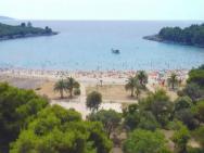 Пляж Plavi Horizonti (Голубые горизонты, песчаный)