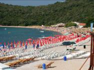 Пляж Яз (галечно-песчаный)