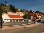 Автовокзал/вокзал Автобусная станция в Цетинье