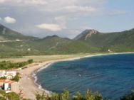 Пляж Buljarica (Булярица, галечно-песчаный)