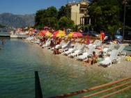 Пляж Zuta plaza / Malibu (Жута пляж/ Малибу, галечно-бетонный)