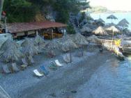 Пляж Tanga beach (Танга бич, песчано-галечный)