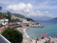 Пляж Hotel Plaza (пляж отеля Плаза, галечно-бетонный)