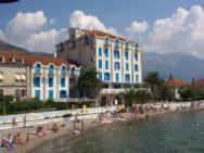 Palma Plaza hotela (пляж отеля Пальма, галечно-бетонный)