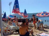 Пляж Plava tisina (Плава тишина, галечно-бетонный)
