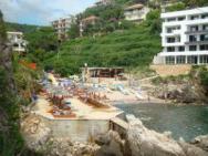 Пляж Liman 2 (Лиман 2, крупно-галечный, бетонный)