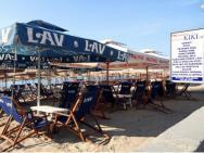 Пляж Escallera Beach (галечно-песчаный)