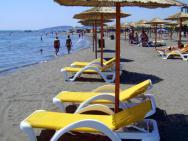 Пляж Lux Beach (песчаный)