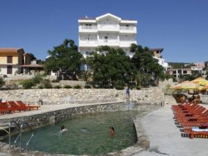 R Hotel