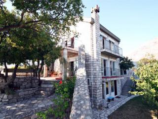 Дом/вилла в Святом Стефане за 130 €  в сутки