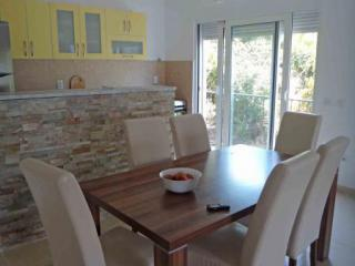 Апартамент в Доброте за 185 €  в сутки