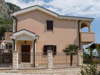 Апартамент в Святом Стефане за 50 €  в сутки