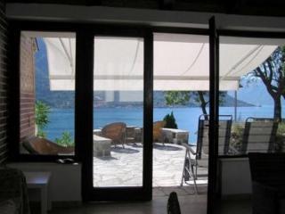 Дом/вилла в Доброте за 130 €  в сутки