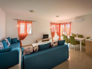 Апартамент в Бечичи за 80€ / день