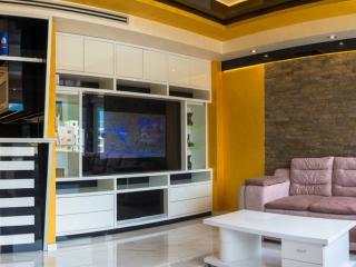 Апартамент в Будве за 200 €  в сутки