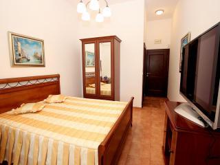 Апартамент в Святом Стефане за 64 €  в сутки