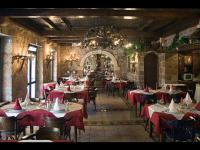 Restaurant R
